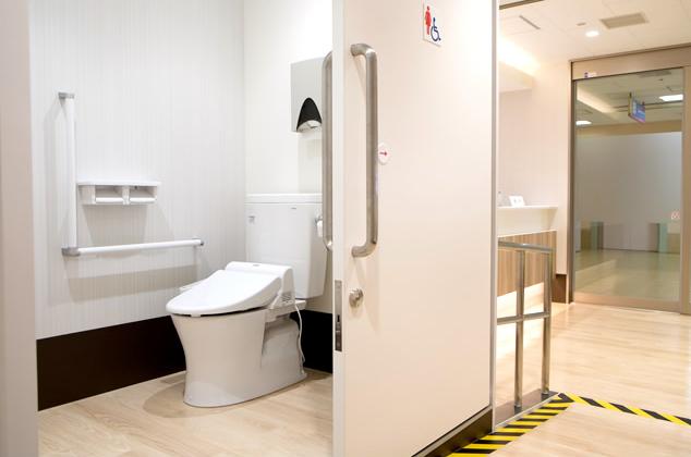 車椅子対応のトイレ完備